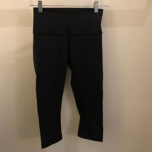 lululemon athletica Pants - Lululemon black crop legging, sz 6, 71038